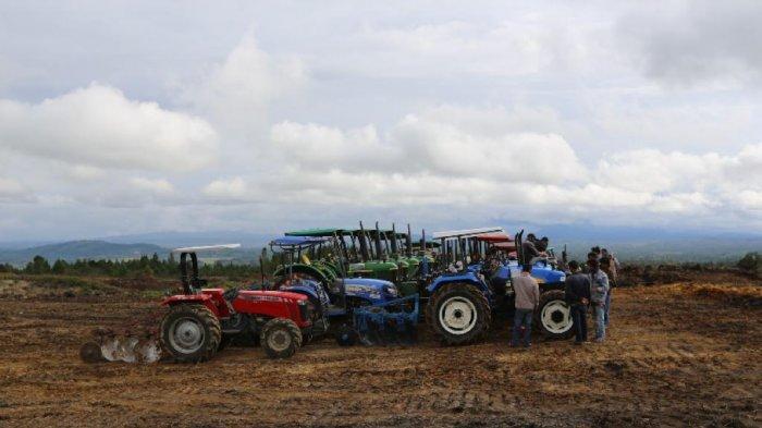 Barru Dapat Bantuan Alsintan 100 Unit Hand Tractor