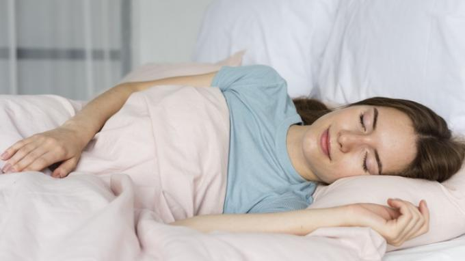 Konsumsi 8 Makanan Ini Dapat Membantumu untuk Tidur Lebih Nyenyak